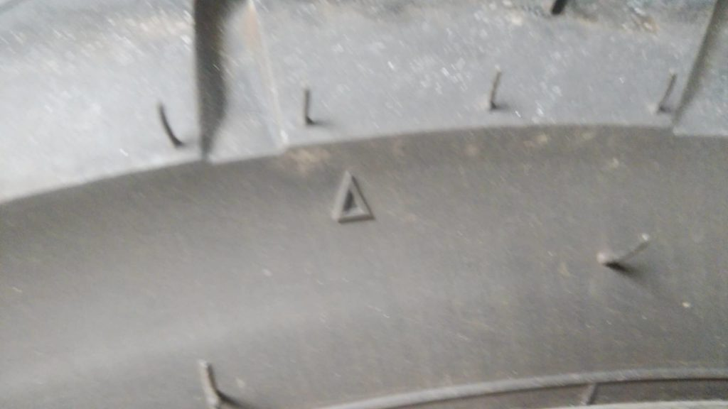 バイクのタイヤのスリップサイン